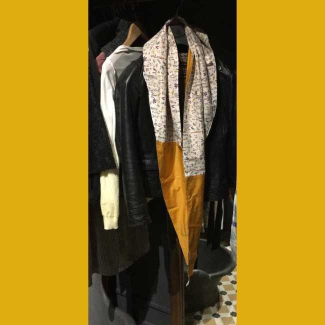 Rhapso Couture, grand foulard triangle chez Christine